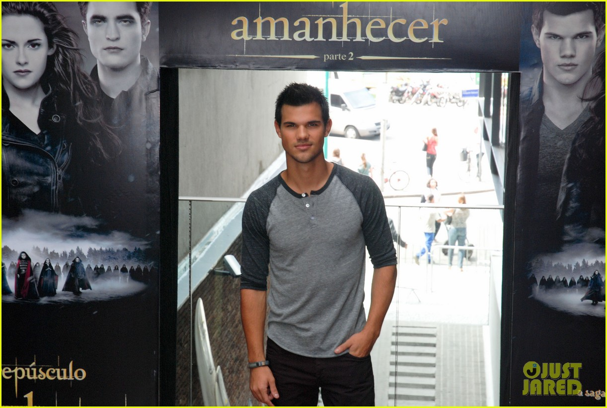 taylor lautner twilight breaking dawn promotional event rio 01