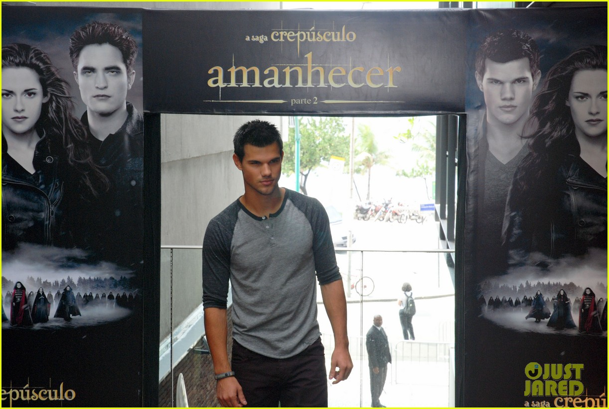 taylor lautner twilight breaking dawn promotional event rio 042744098