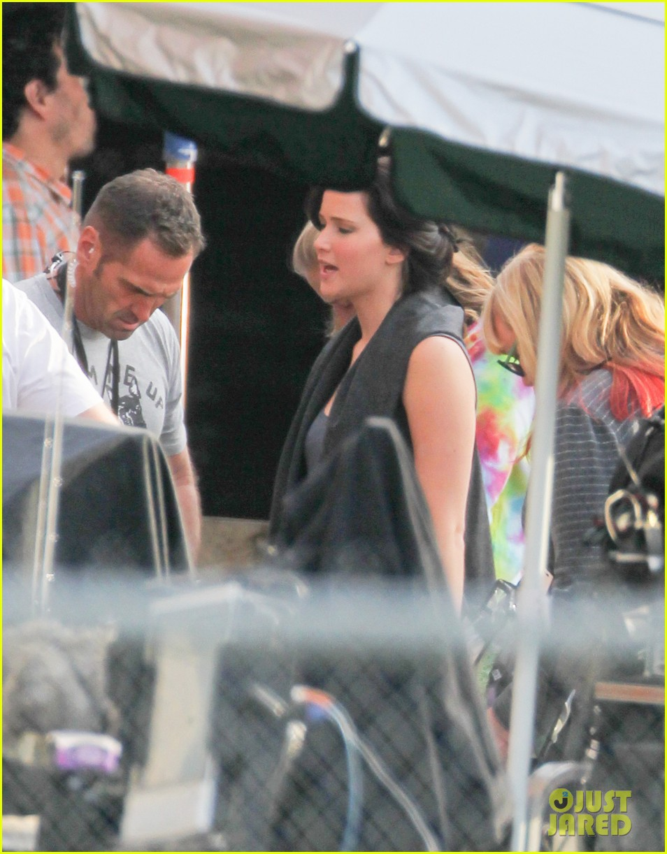 jennifer lawrence catching fire set 02