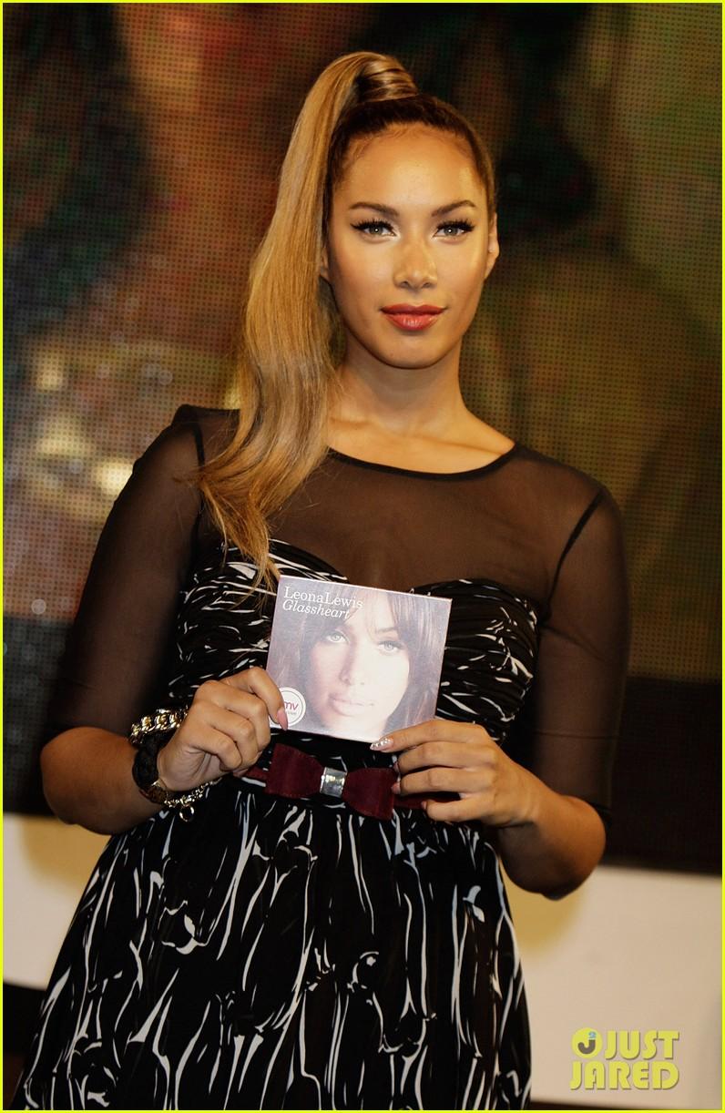 leona lewis album signing 04
