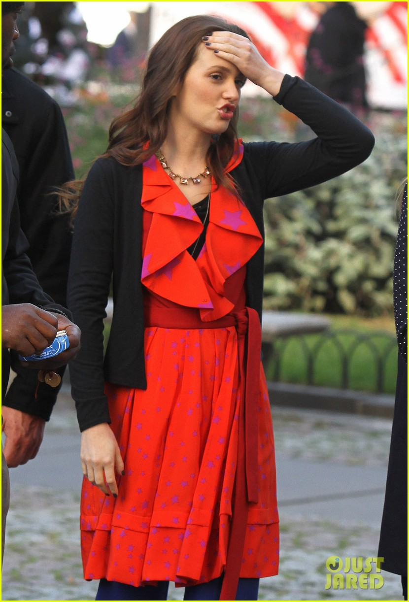 blake lively gossip girl set with leighton meester ed westwick 04