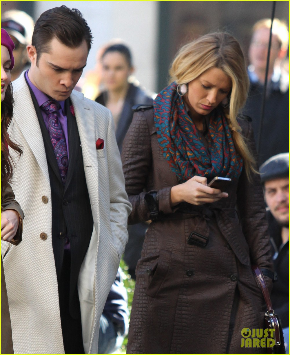 blake lively gossip girl set with leighton meester ed westwick 05