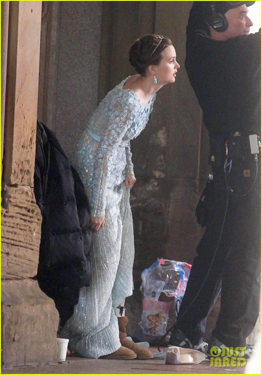blake lively leighton meester gossip girl set 30