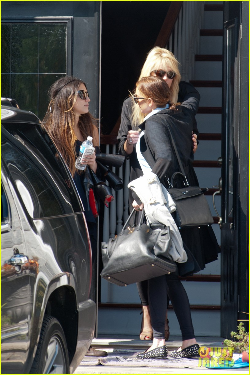 lindsay lohan mom dina hug after fight 082736092