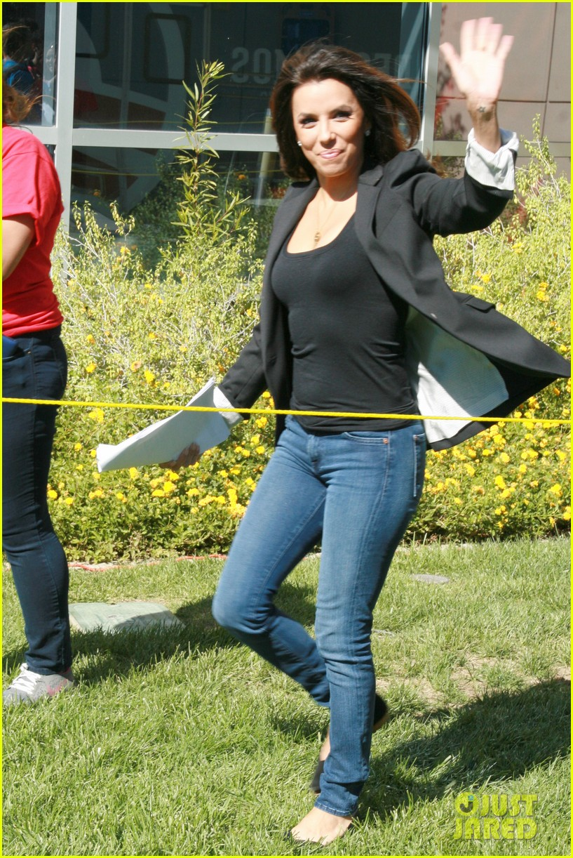 eva longoria smiling after mark sanchez split 05