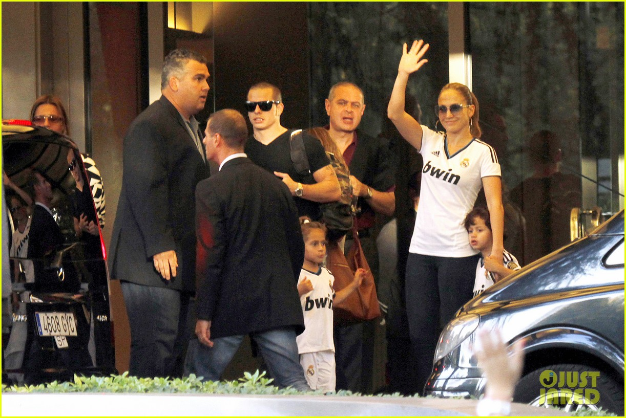 jennifer lopez max emme goodbye madrid 05