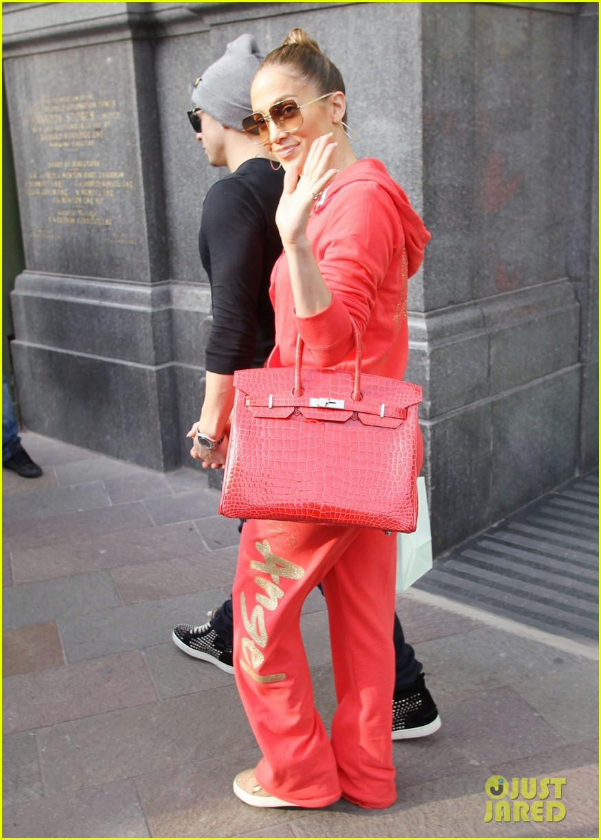 jennifer lopez harrods shopping spree with casper smart 01