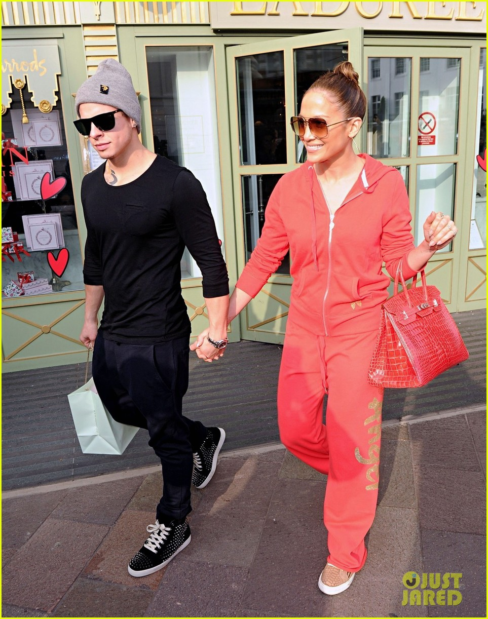 jennifer lopez harrods shopping spree with casper smart 11