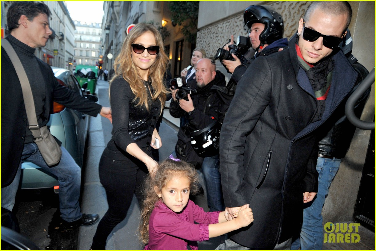 jennifer lopez emme hermes shoppers 012738728