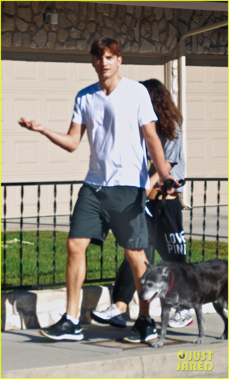 mila kunis ashton kutcher dog walking duo 16