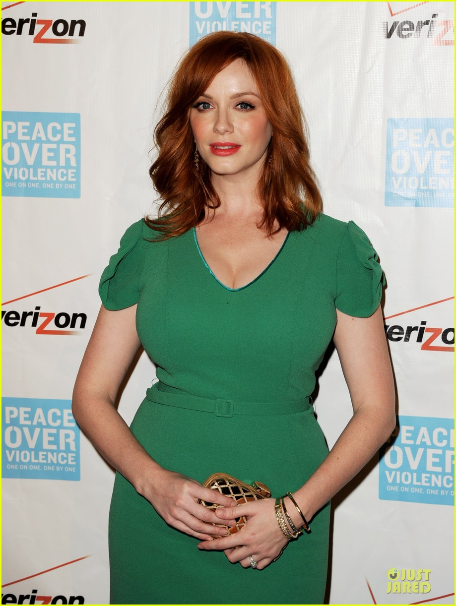 elisabeth moss january jones peace over violence humanitarian awards 12