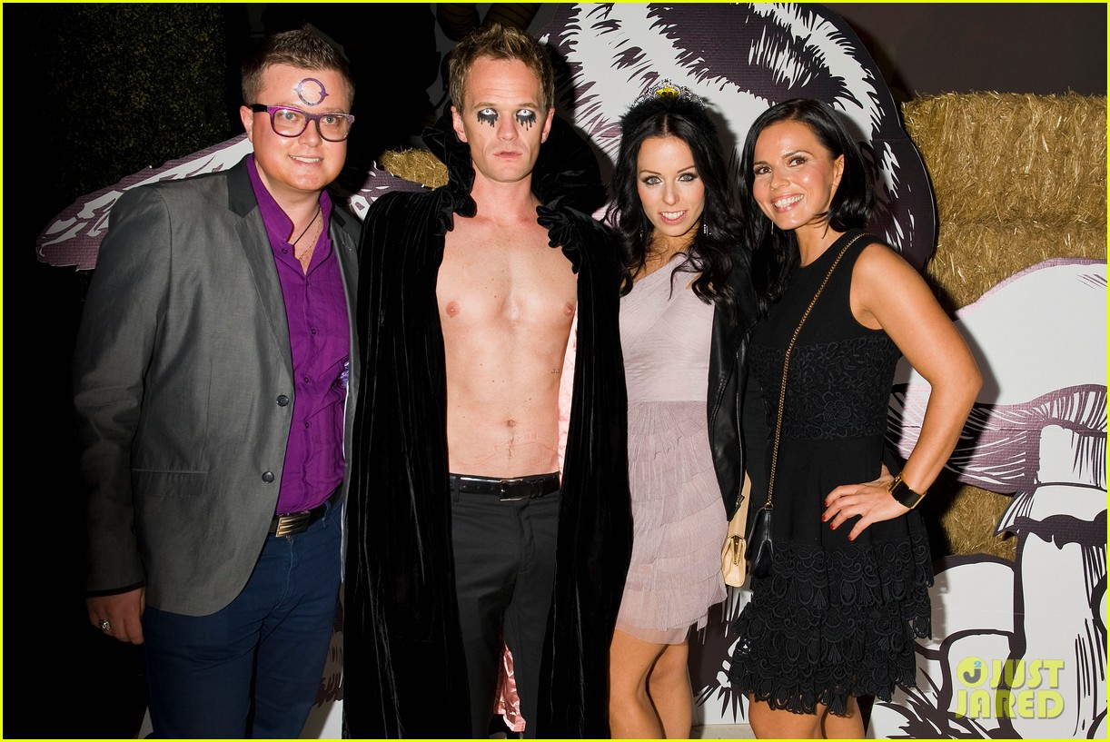 neil patrick harris shirtless just jared halloween party 12