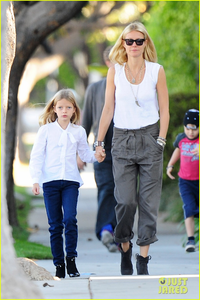 gwyneth paltrow chris martin family walk to school 06