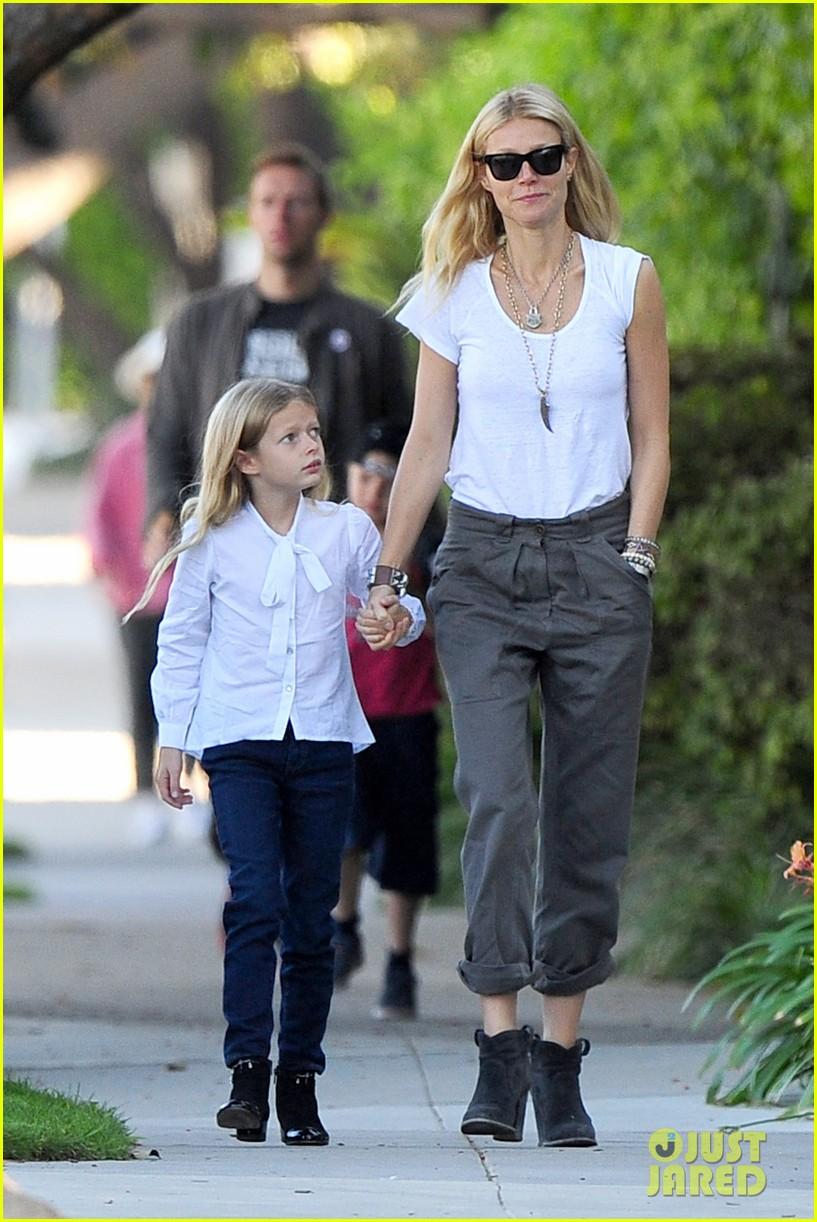 gwyneth paltrow chris martin family walk to school 102745646
