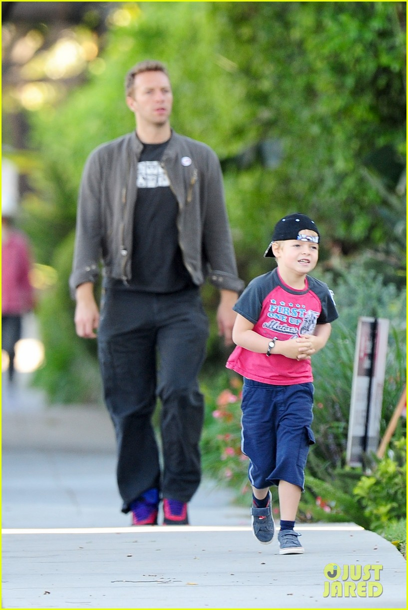 gwyneth paltrow chris martin family walk to school 12