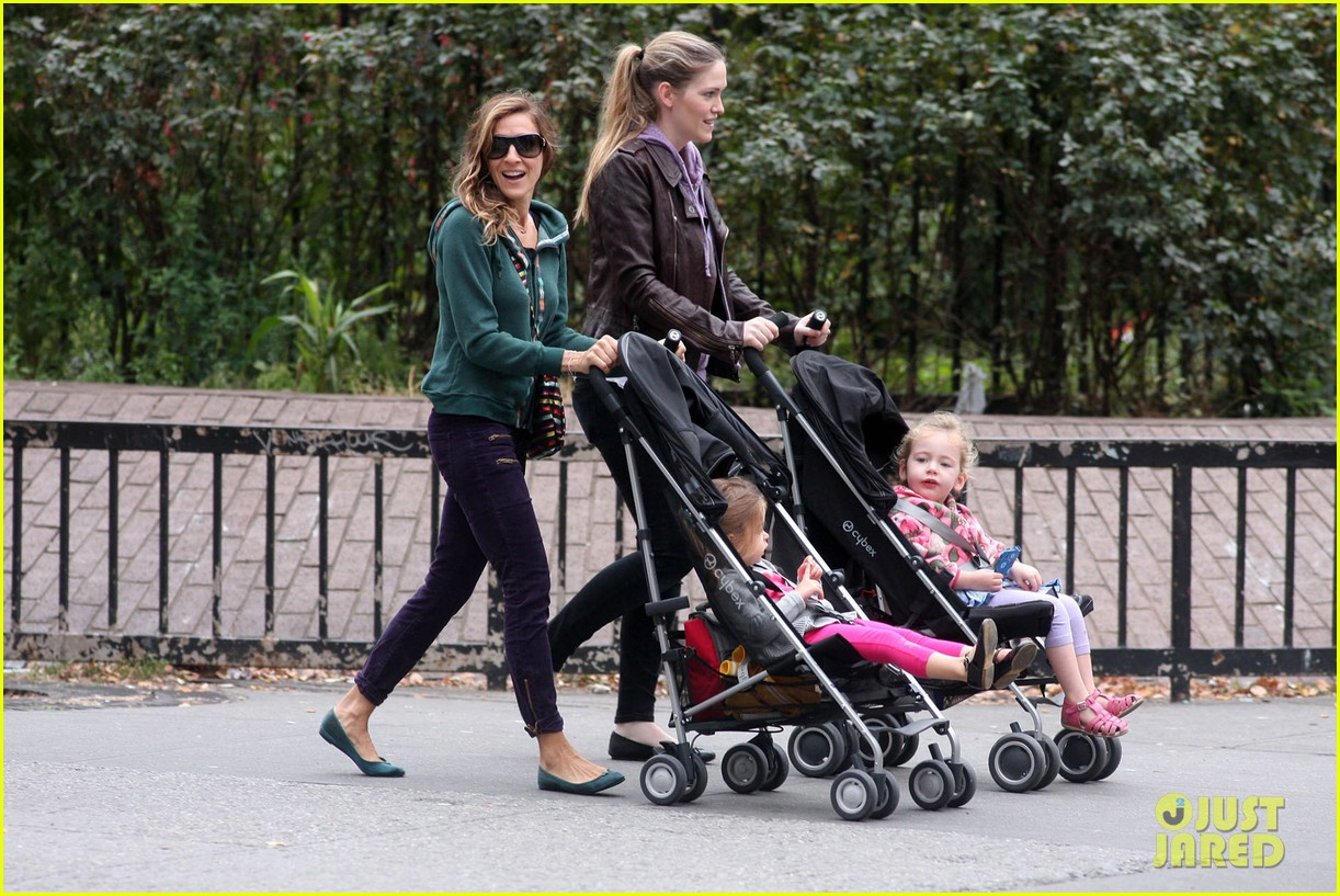 sarah jessica parker school stroll with the twins 022746939