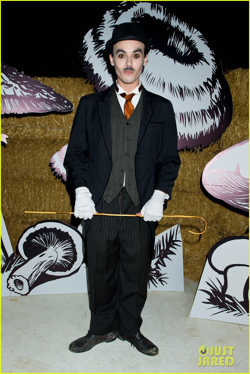 patrick schwarzenegger just jared halloween party 2012 03