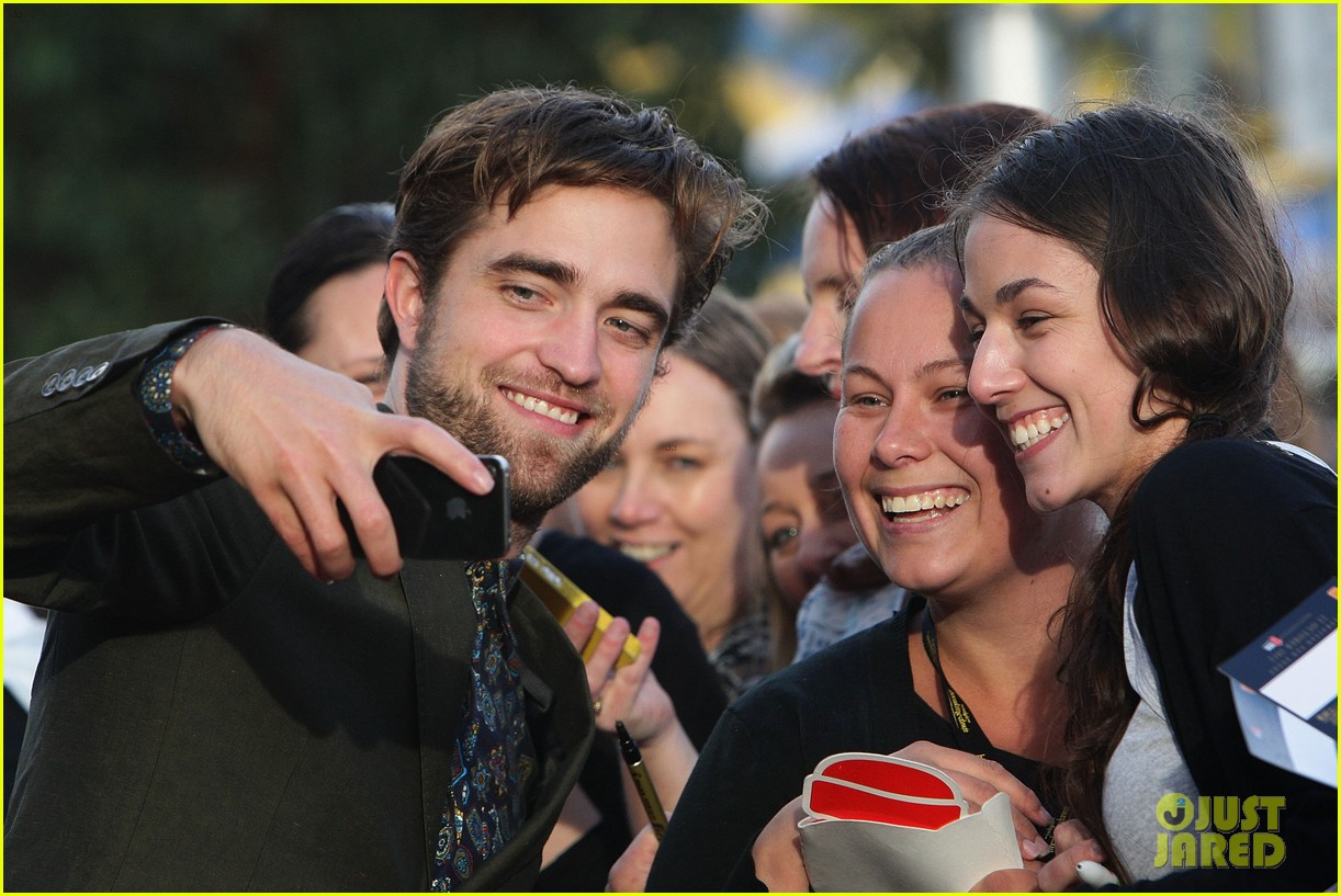 robert pattinson twilight saga breaking dawn part 2 fan event in sydney 02