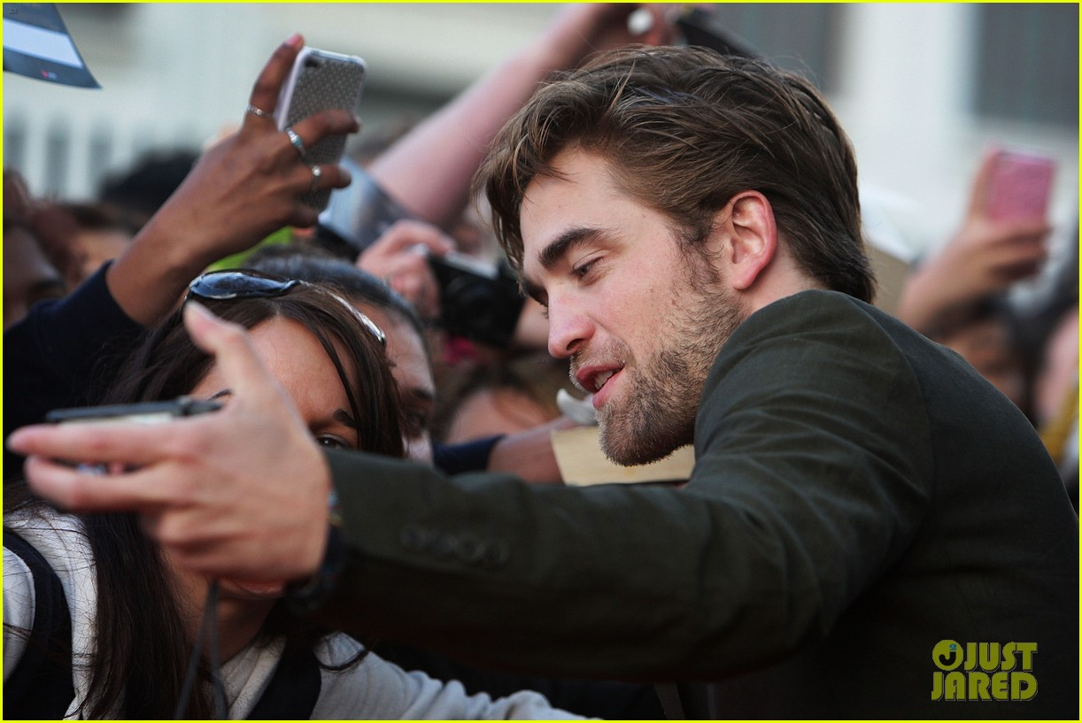 robert pattinson twilight saga breaking dawn part 2 fan event in sydney 10