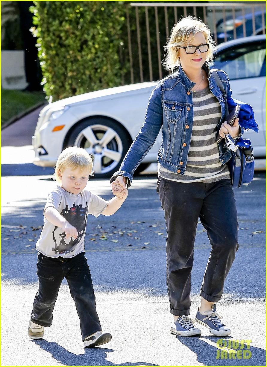 amy poehler shopping with archie 032744878