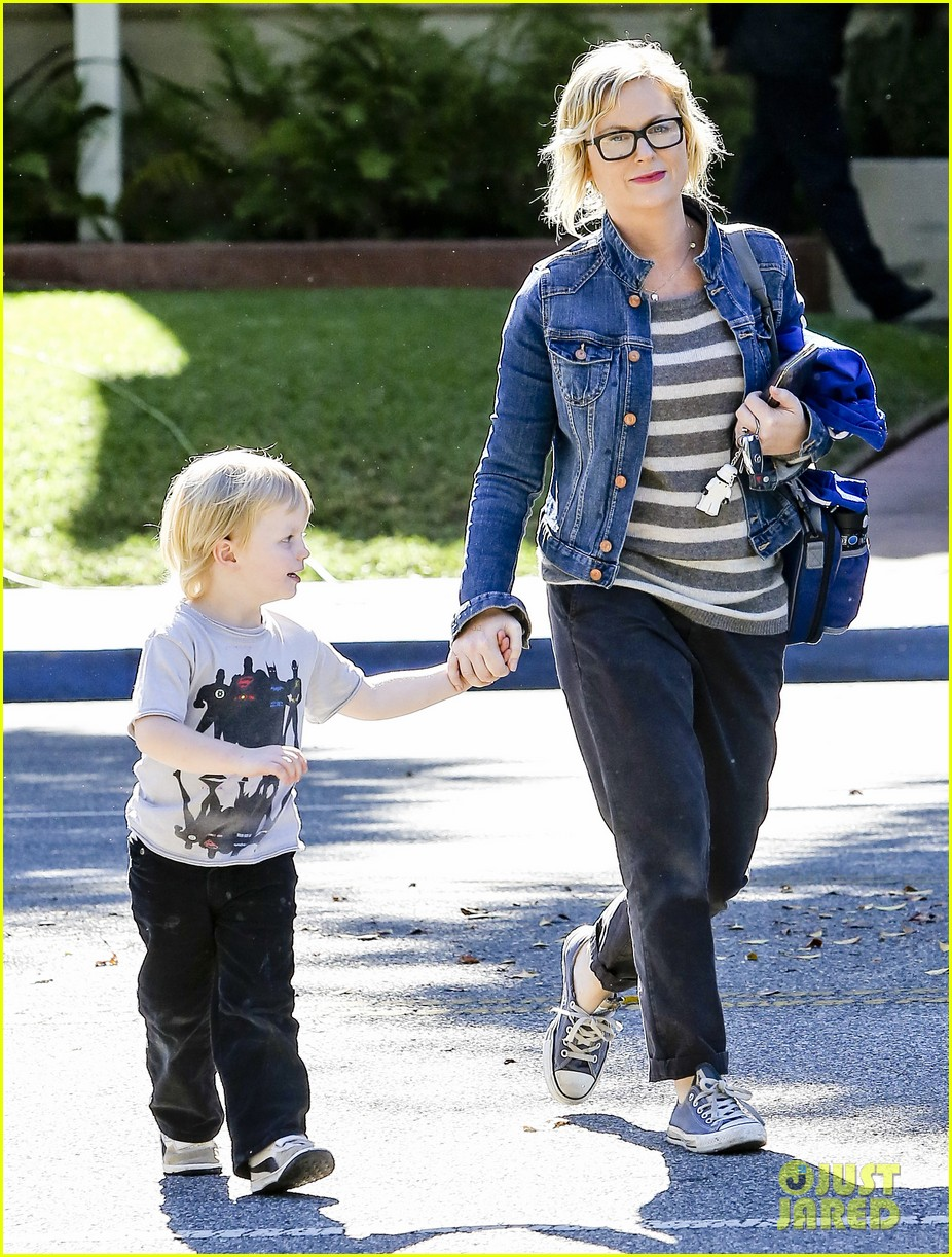 amy poehler shopping with archie 052744880