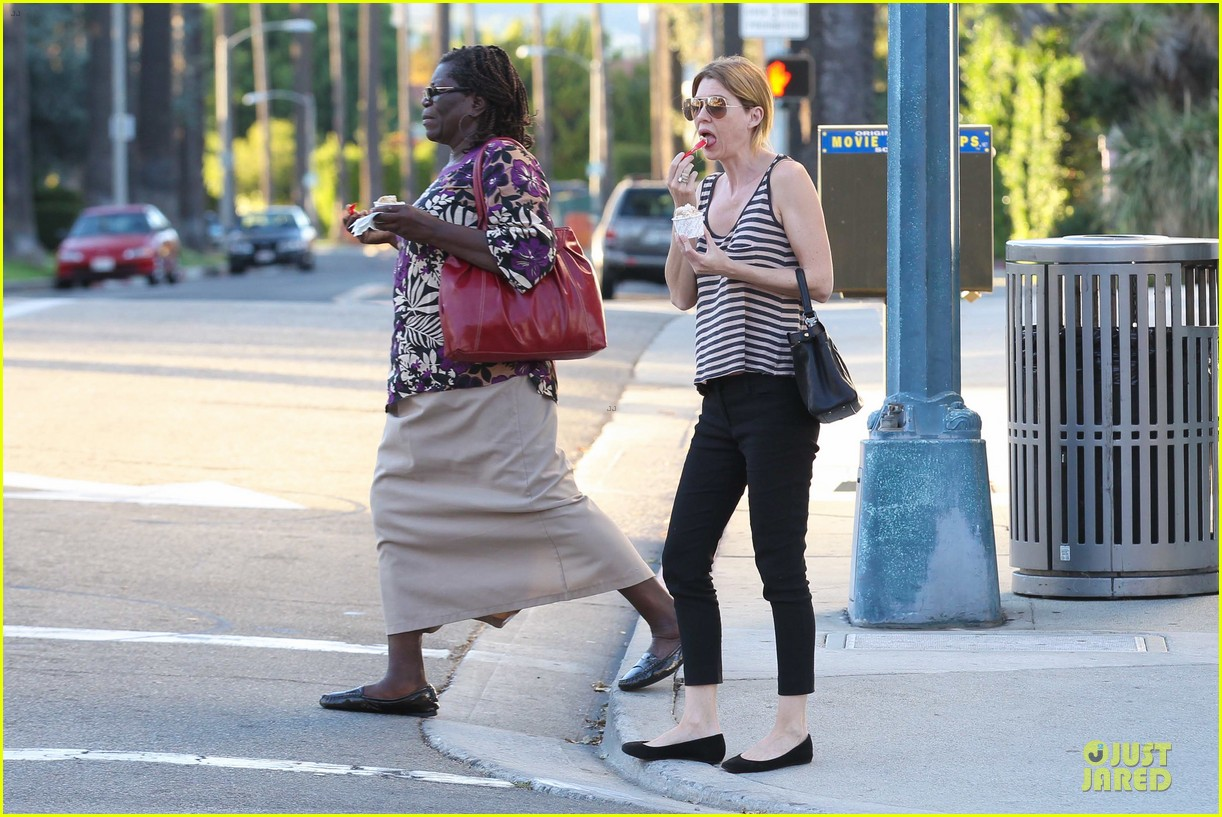 ellen pompeo ice cream sunday with mother in law 05