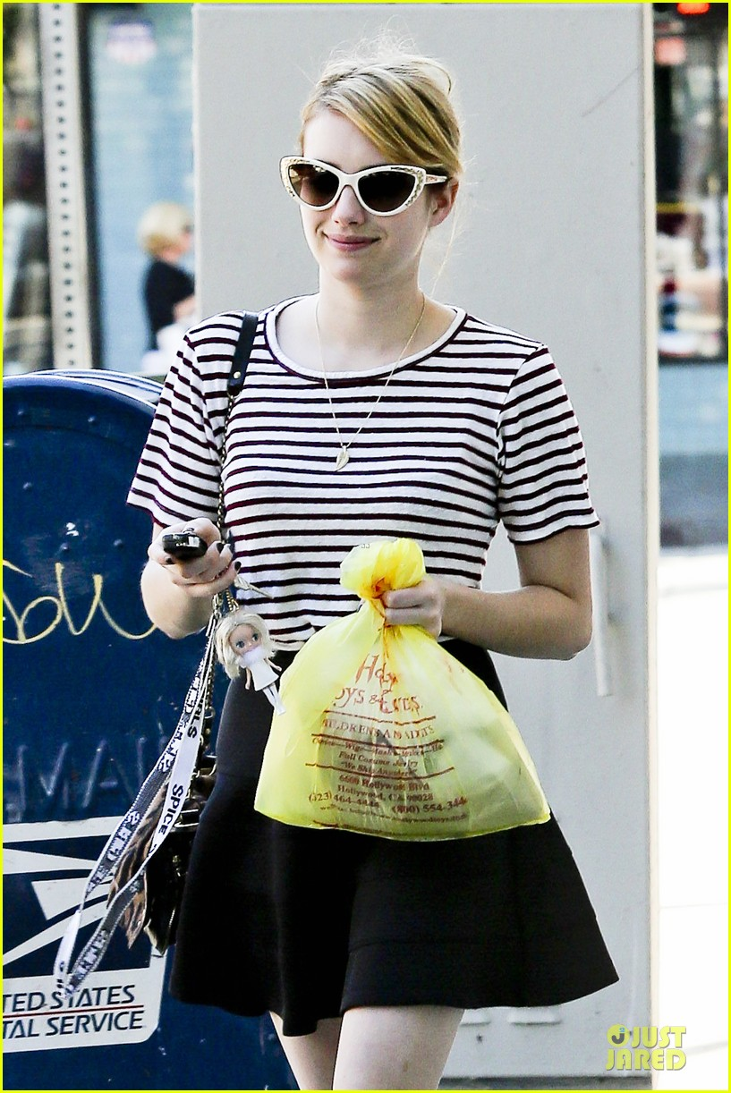 emma roberts evan peters halloween costume shopping 162746055