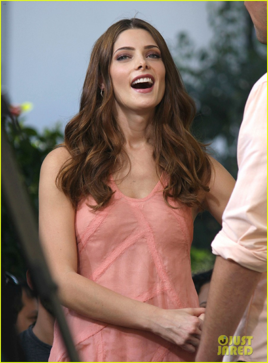 nikki reed ashley greene extra extra 08