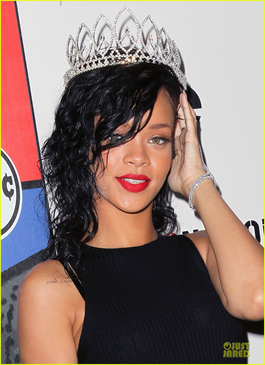 rihanna queen of the night at halloween carnaval 062749113