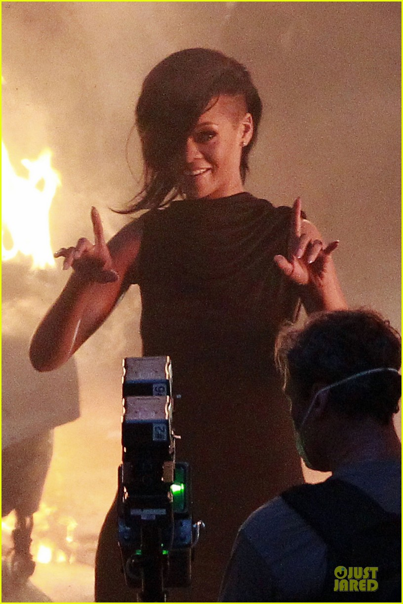 rihanna diamonds music video set 04