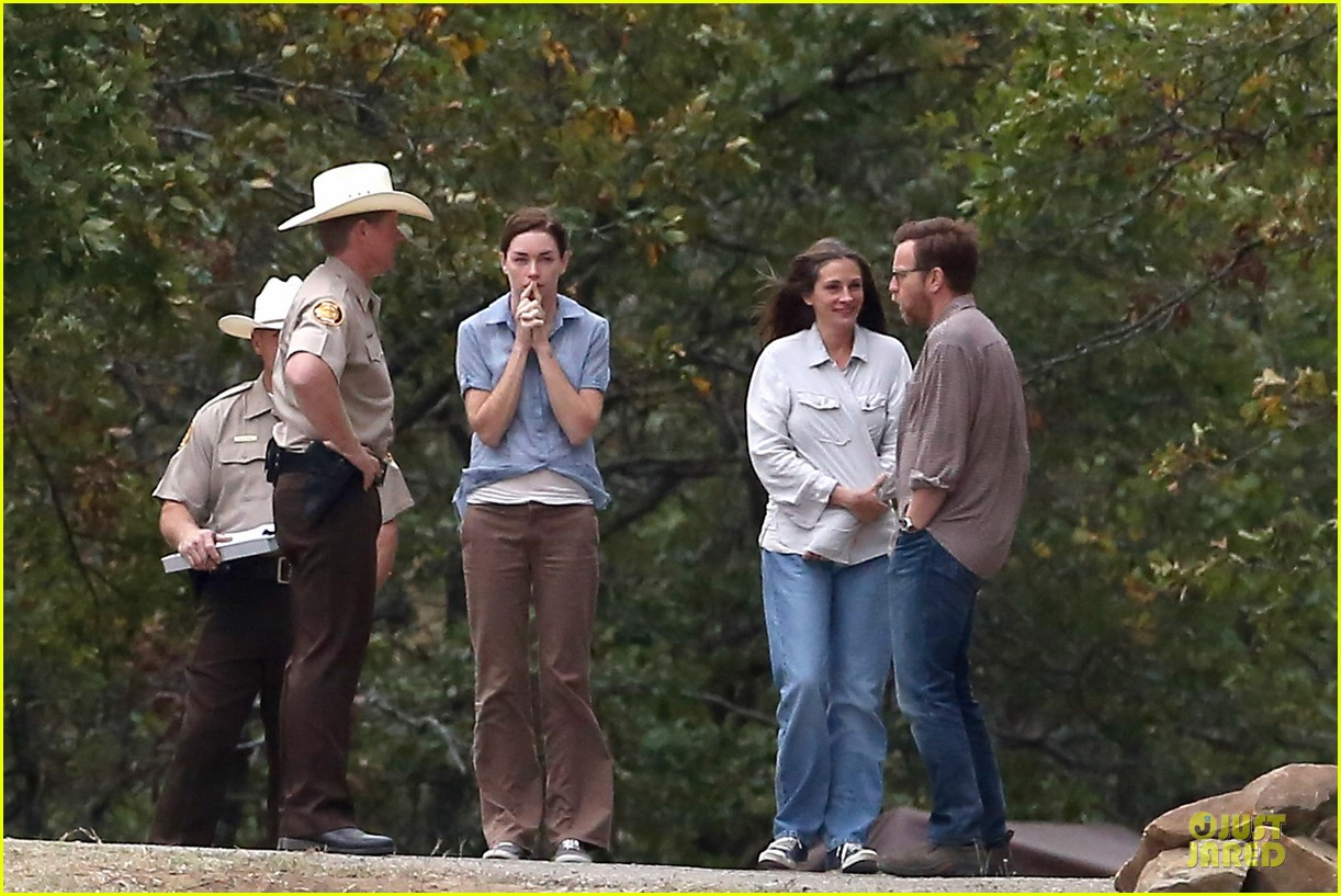 julia roberts august osage set with ewan mcgregor 04