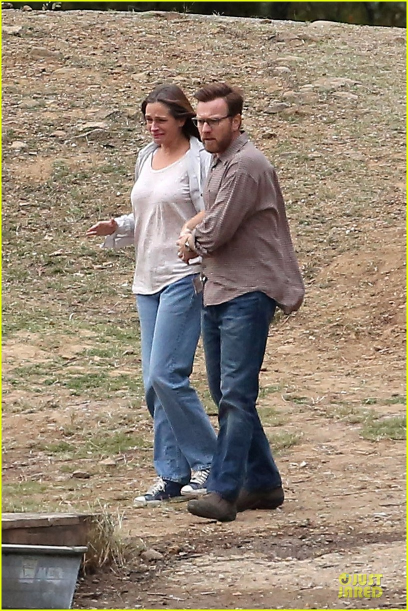 julia roberts august osage set with ewan mcgregor 06