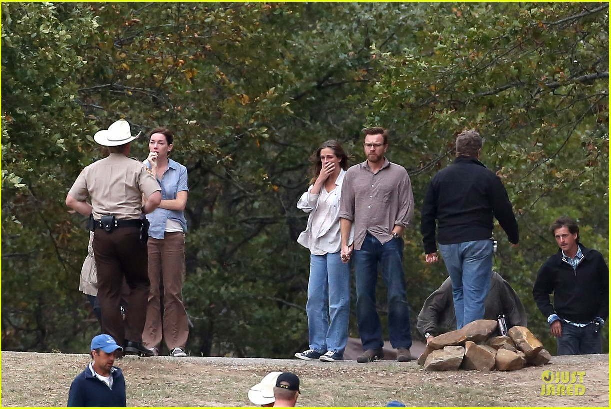 julia roberts august osage set with ewan mcgregor 21