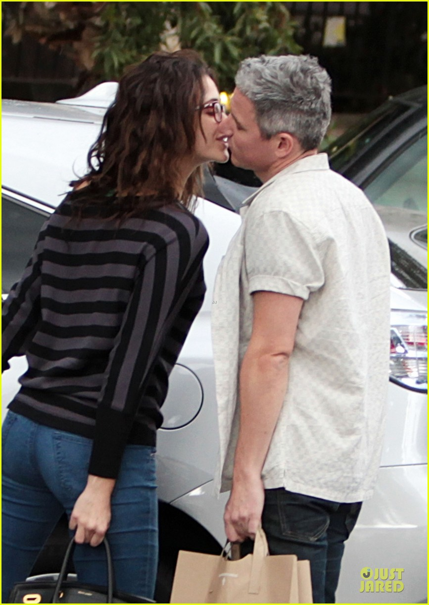emmy rossum kisses mystery man in studio city 02