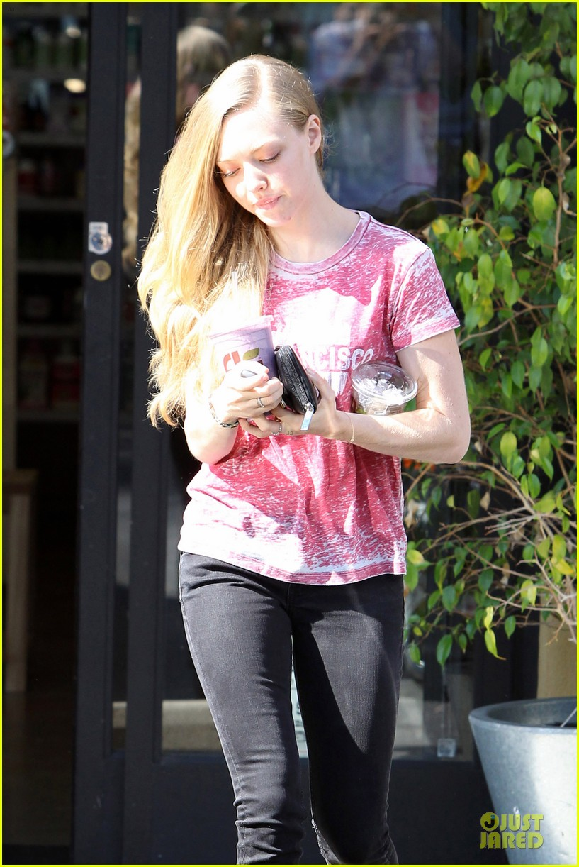 amanda seyfried smoothie stop in west hollywood 042743847
