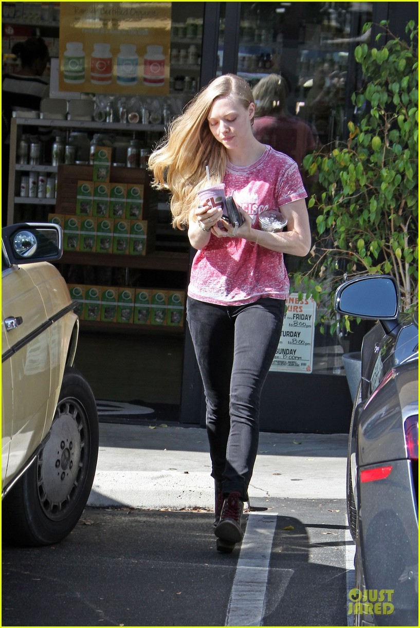 amanda seyfried smoothie stop in west hollywood 05