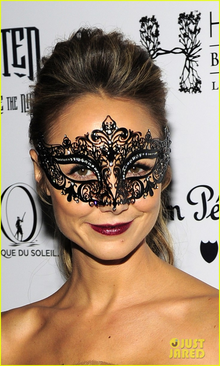 stacy keibler halloween masquerade host 02