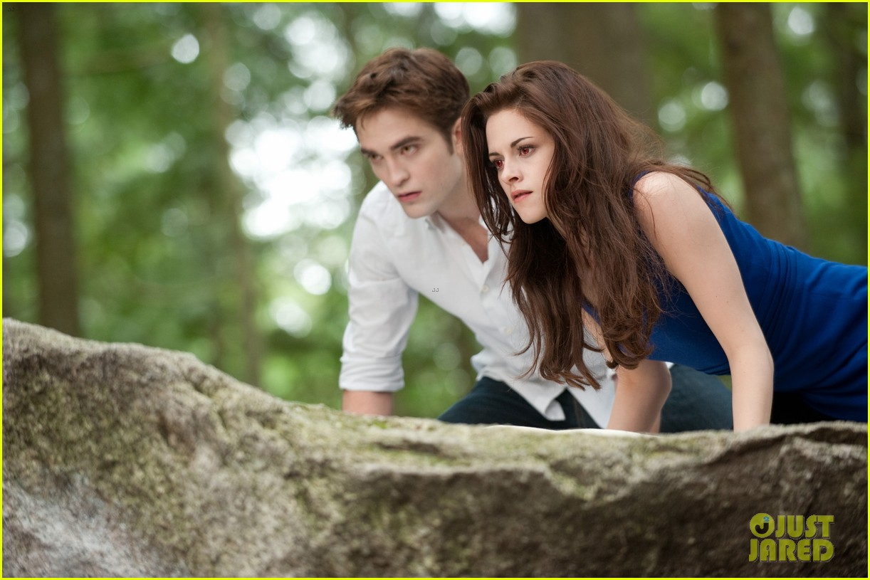 kristen stewart robert pattinson twilight saga breaking dawn part 2 final poster revealed 022731794