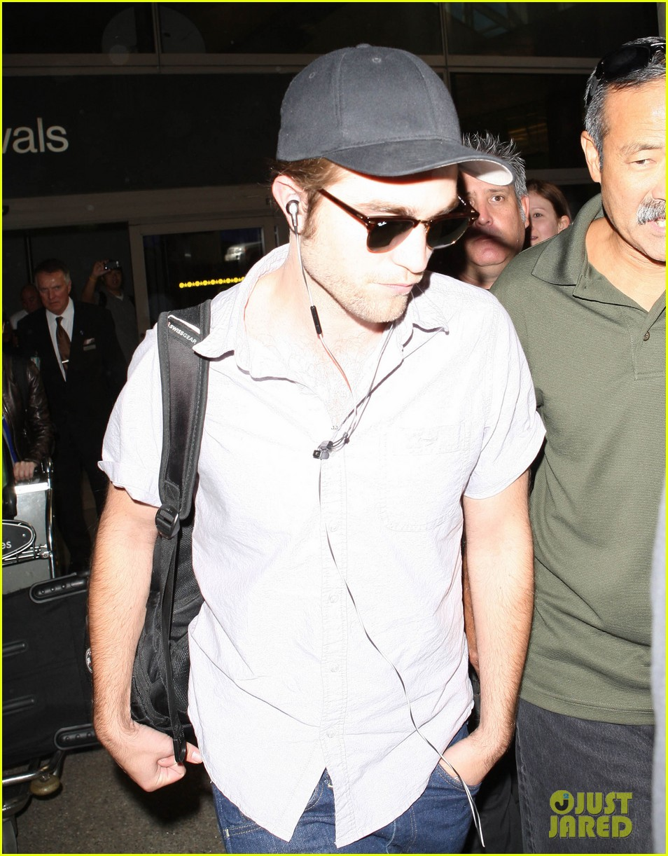 kristen stewart robert pattinson separate lax landings 052745112