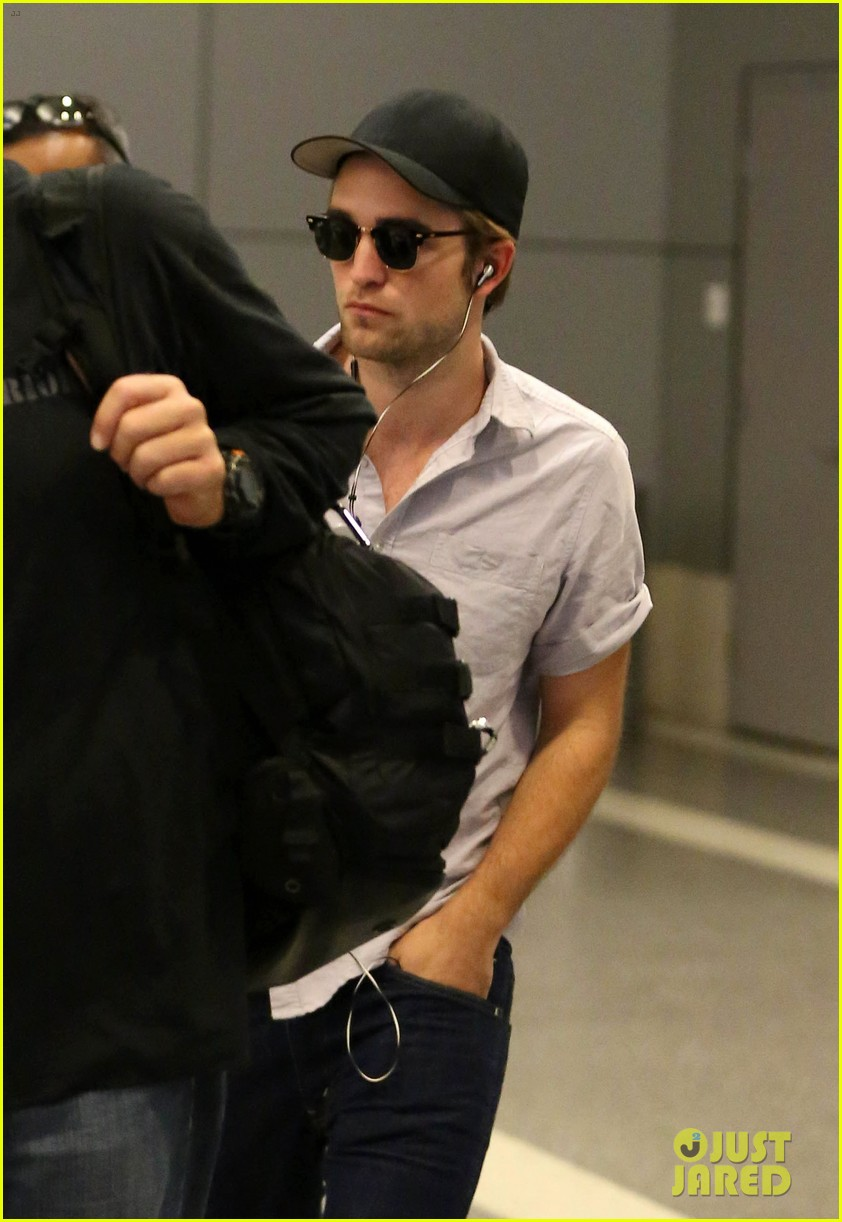 kristen stewart robert pattinson separate lax landings 062745113