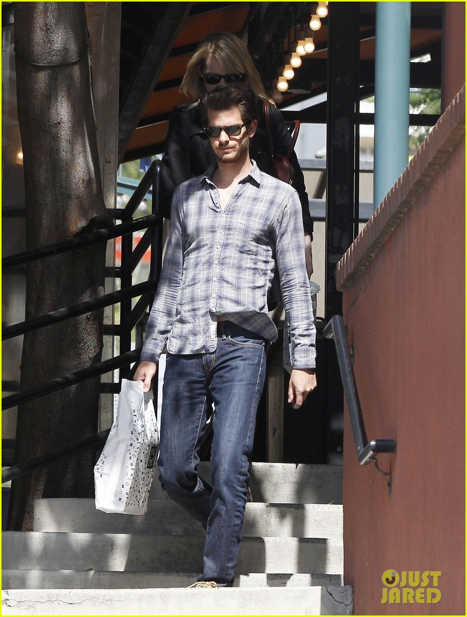 emma stone andrew garfield book soup 11