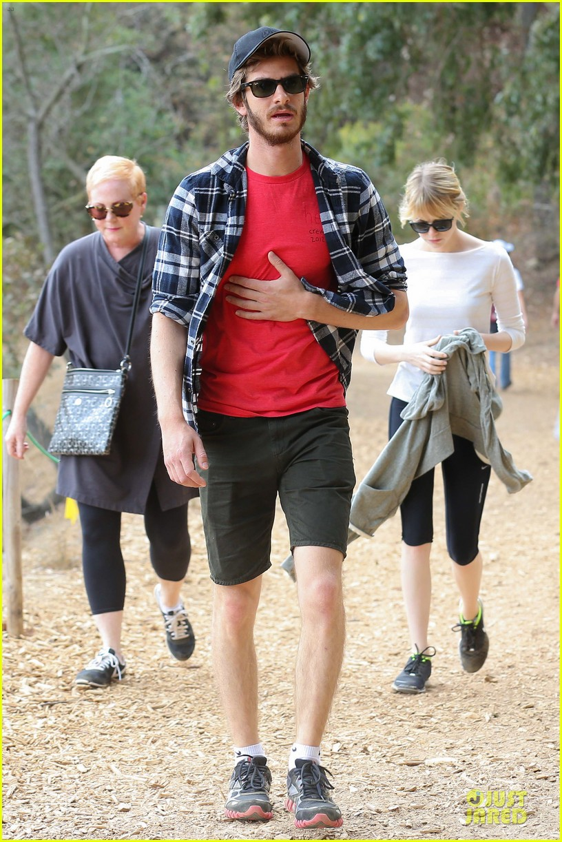 emma stone andrew garfield morning stroll in the hollywood hills 03