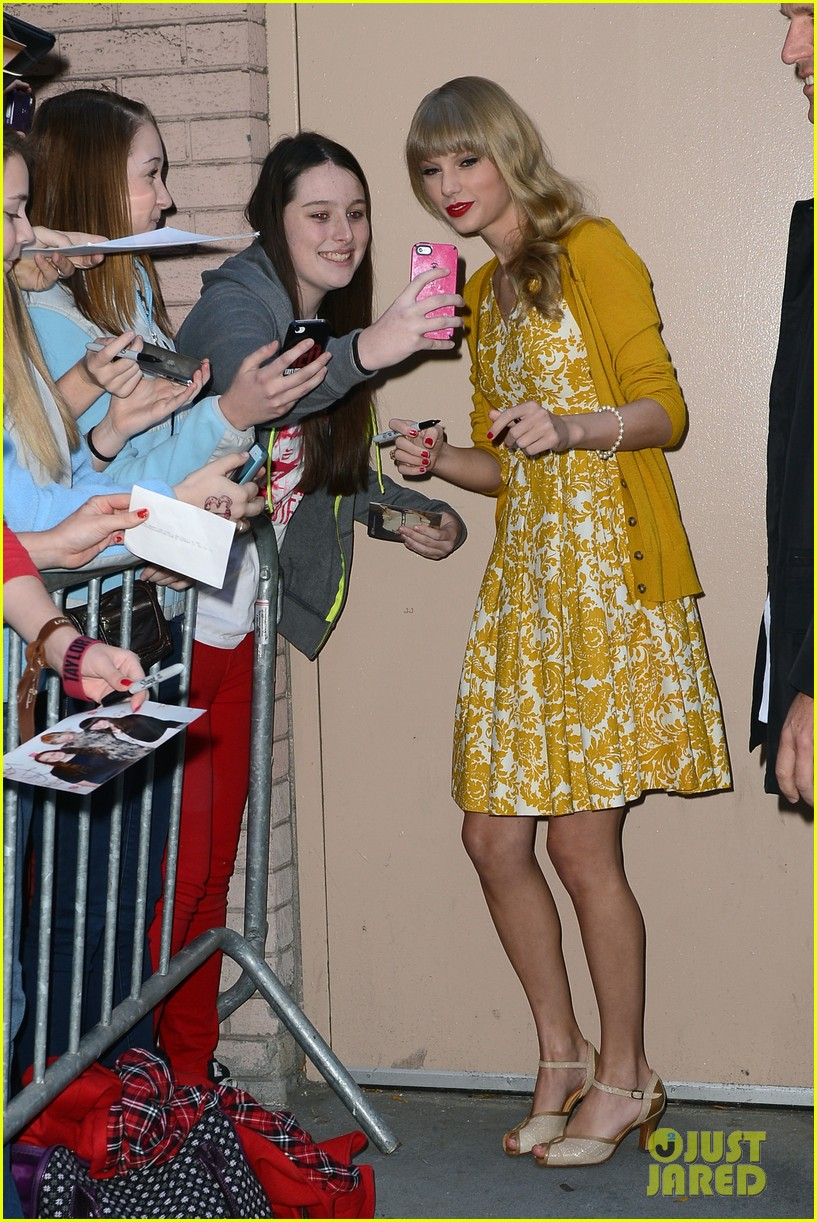 taylor swift red promotion in new york city 03