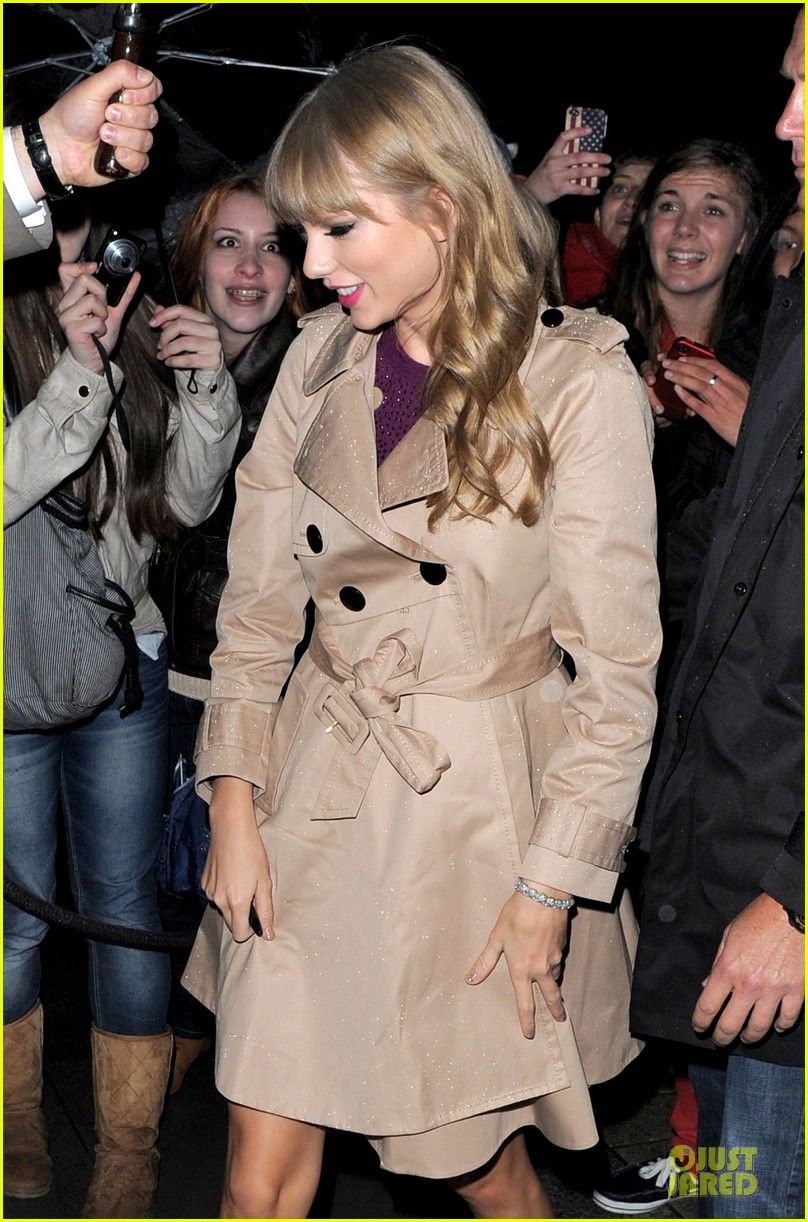 taylor swift xfactor spectator at wembley stadium 04