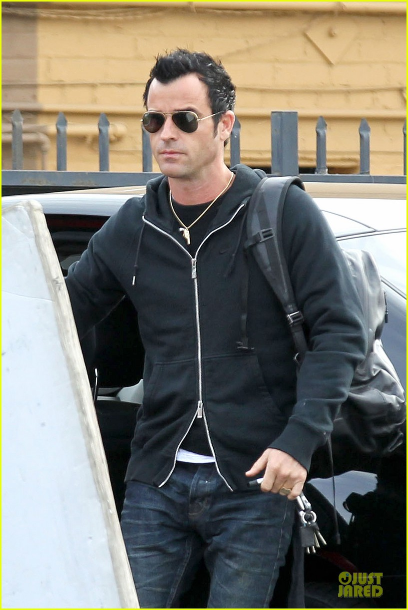justin theroux funny or die arrival west hollywood 02