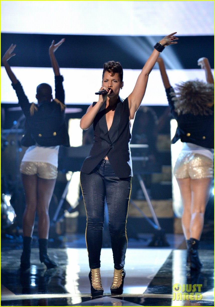alicia keys gabrielle union black girls rock show 032738001