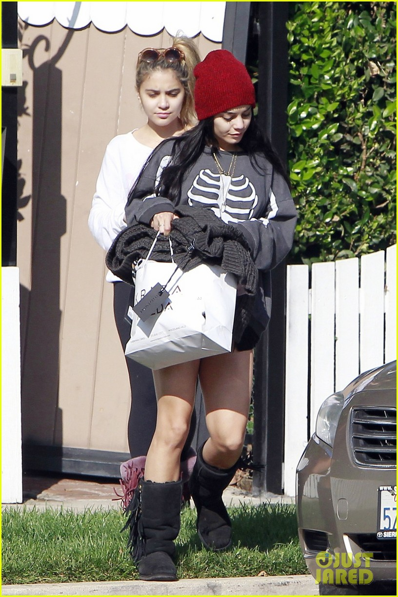 vanessa hudgens halloween brunch with sister stella 052748894