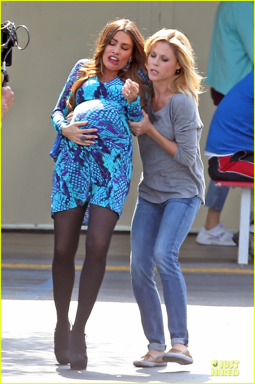 sofia vergara fake baby bump on modern family set 212735778