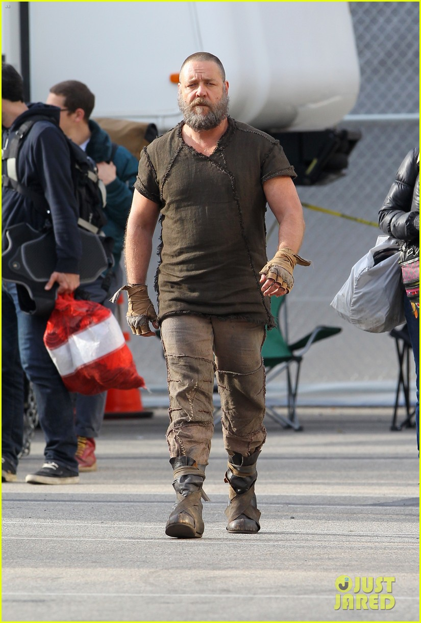 emma watson noah set with russell crowe 10