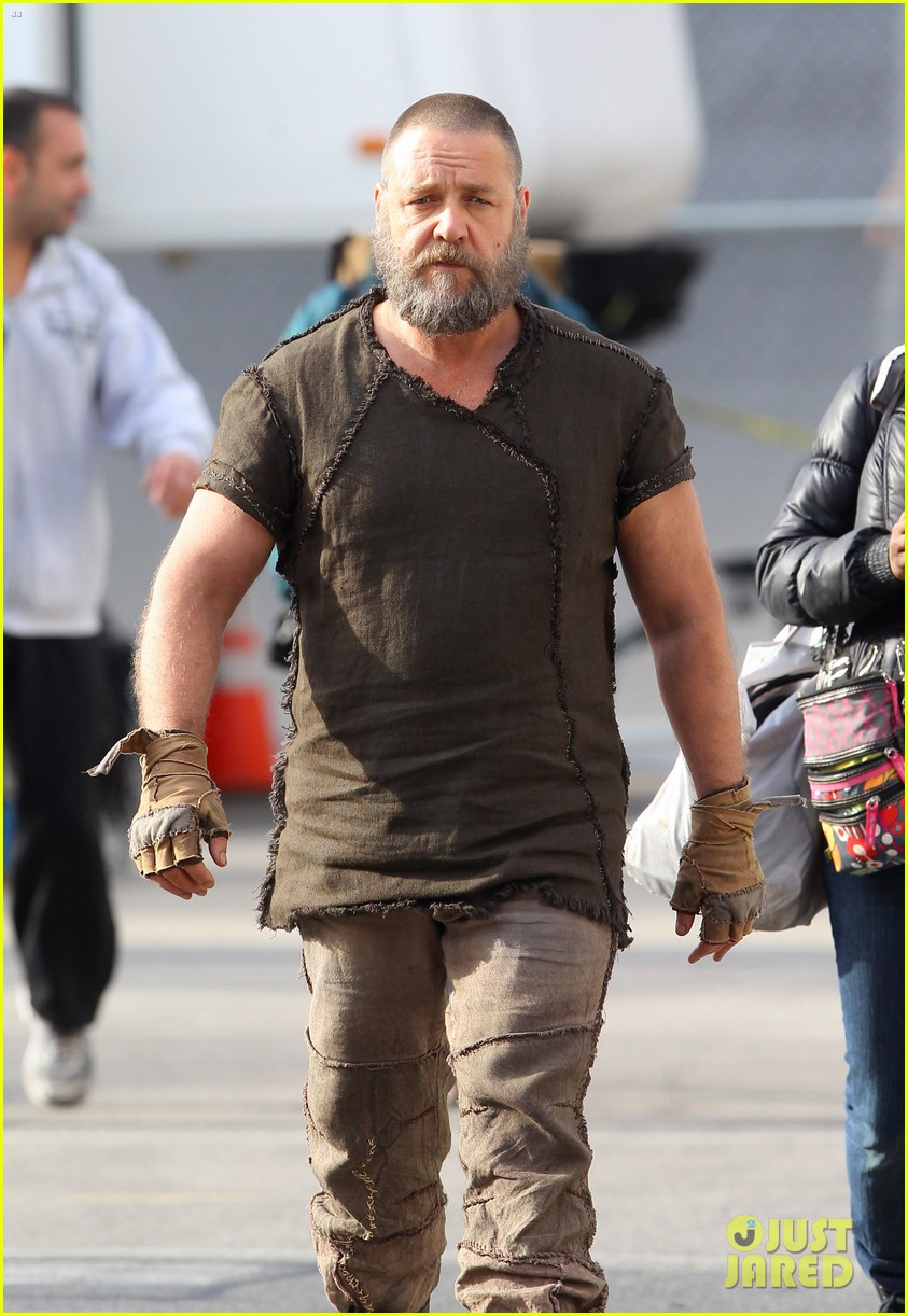 emma watson noah set with russell crowe 27